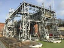 Ascenseur historique de bateau au canal central en Belgique Photos stock