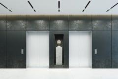 Ascenseur moderne avec les portes fermées dans le lobby de bureau Image libre de droits