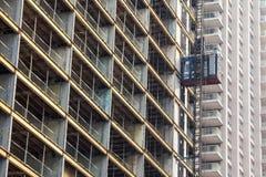 Ascenseur sur un chantier de construction de gratte-ciel à Toronto, Ontario, Canada Photos stock