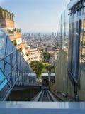 Ascenseur sur une rue à Barcelone photo libre de droits