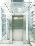 Ascenseur transparent extérieur image libre de droits