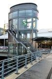 Ascenseurs en verre sur l'aéroport de Hambourg en Allemagne Image stock