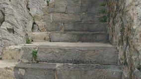 Ascensión lenta por las escaleras del puente medieval Castro Urdiales 09 almacen de metraje de vídeo