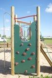 Ascensione della parete del campo da giuoco di avventura dei bambini Fotografia Stock Libera da Diritti