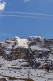 Ascensore di sci alla cima delle montagne delle alpi delle dolomia Immagini Stock