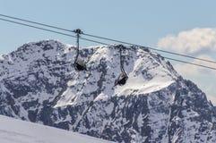 Ascensore di sci alla cima delle montagne delle alpi delle dolomia Immagine Stock Libera da Diritti