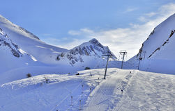 Ascensore di sci in alpi al tramonto Fotografia Stock