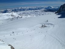 Ascensore di sci del ghiacciaio di Dachstein in Austria fotografia stock