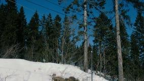 Ascensore di sci del primo piano nel parco della città video d archivio