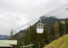 Ascensore di sci nelle montagne Fotografia Stock