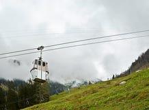 Ascensore di sci nelle montagne Immagini Stock