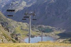 Ascensore di sci sopra i laghi Immagine Stock