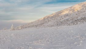 Ascesa di inverno alla montagna Zigalga Repubblica di Bashkortostan fotografia stock libera da diritti