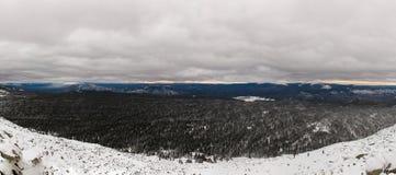 Ascesa di inverno alla montagna Zigalga Repubblica di Bashkortostan immagine stock