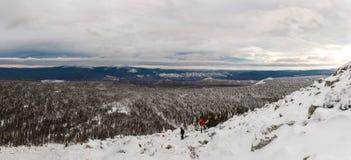 Ascesa di inverno alla montagna Zigalga Repubblica di Bashkortostan fotografia stock