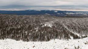 Ascesa di inverno alla montagna Zigalga Repubblica di Bashkortostan fotografie stock libere da diritti