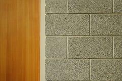 Asche-Block-Wand und Tür Stockbild