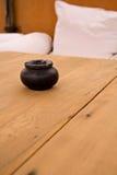 Aschenbecher auf einer Tabelle Stockfotografie