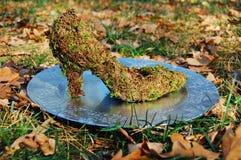 Aschenputtel-Schuh in der Gartendekoration Lizenzfreie Stockfotografie