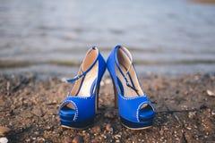 Aschenputtel-Schuhe im Blau Stockbild