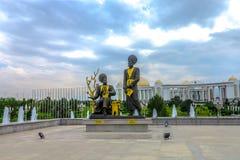 Aschgabat-Unabhängigkeits-Monument 06 lizenzfreies stockbild