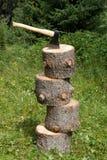 Ascia e quattro alberi mozzi immagini stock libere da diritti