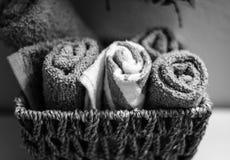 Asciugamani in bianco e nero della stazione termale Immagine Stock