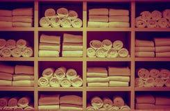 Asciugamani della piscina della località di soggiorno Immagine Stock