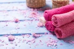 Asciugamani di bagno Regolazione della stazione termale Immagini Stock Libere da Diritti