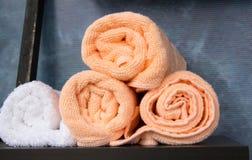 Asciugamani rotolati impilati Fotografia Stock Libera da Diritti