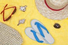 Asciugamano di spiaggia giallo Immagine Stock