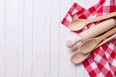 Asciugamano e cucchiai di cucina Fotografie Stock Libere da Diritti