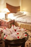 Asciugamano piegato come animale a tempo del letto fotografia stock libera da diritti