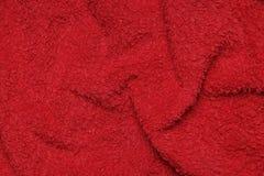 Asciugamano rosso molle di Terry come fondo fotografie stock