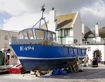 Asciughi la barca messa in bacino Fotografia Stock