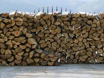 Asciughi la legna da ardere tagliata in un mucchio Fotografia Stock Libera da Diritti