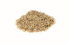 Asciughi le erbe tagliate di timo su un fondo bianco immagine stock