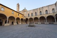 Ascoli Piceno (marzos, Italia) - claustro Foto de archivo