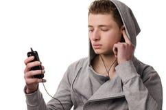 Ascolta la musica sul microtelefono Fotografie Stock