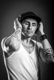 Ascolti musica - in bianco e nero fotografie stock