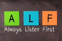 Ascolti sempre in primo luogo (ALF) fotografie stock libere da diritti