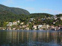 ASCONA-loppstad i SCHWEIZ med scenisk sikt av sjön Maggiore Royaltyfria Foton