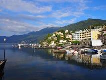 ASCONA-loppstad i SCHWEIZ med scenisk sikt av sjön Maggiore Royaltyfria Bilder