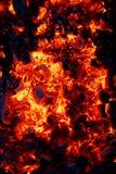 Ascuas ardientes del carbón de leña fotografía de archivo libre de regalías
