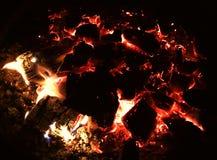 Ascuas de un fuego de muerte Fotografía de archivo libre de regalías