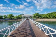 Asdang在Sichang海岛的白海桥梁 免版税库存照片