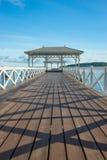 Asdang白海桥梁在一个早晨, Sichang海岛,泰国 免版税库存图片
