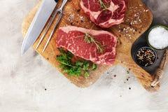 Ase a la parilla a Rib Eye Steak, filete envejecido seco del bistec de costilla de Wagyu foto de archivo