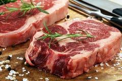 Ase a la parilla a Rib Eye Steak, filete envejecido seco del bistec de costilla de Wagyu fotos de archivo