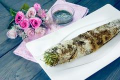 Ase a la parrilla los pescados rayados del snakehead con la sal cubierta, efecto del filtro Imagen de archivo